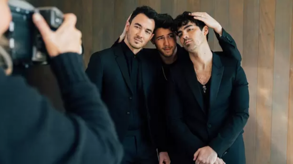 Jonas Brothers tease  fans with new music