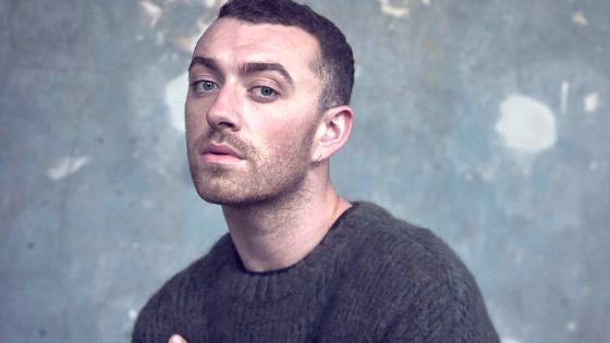 "Sam Smith celebrates his body with ""Naked Day"""
