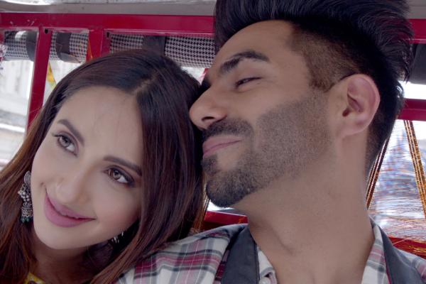 Alia Bhatt is in love with Tere Do Naina!