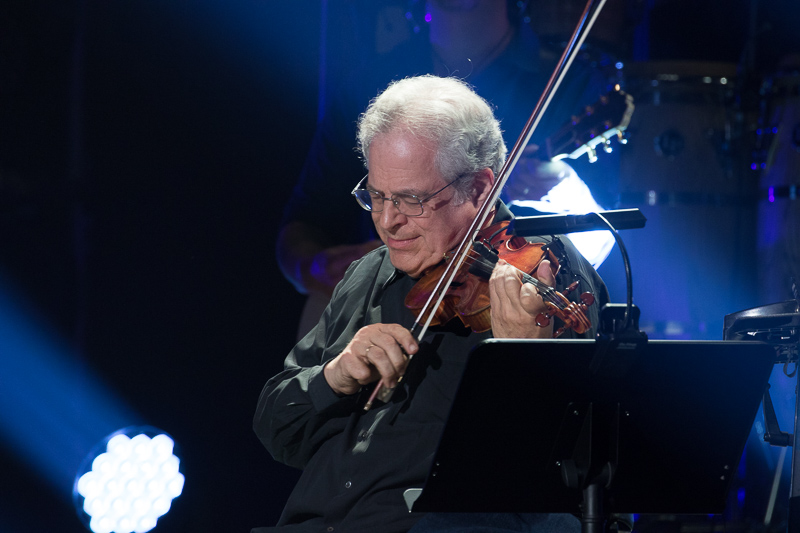 Itzhak Perlman performs with Billy Joel at Madison Square Garden August 20, 2015