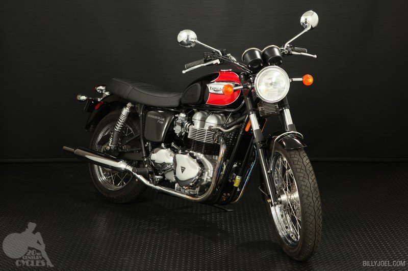 Triumph T100 Red-Blk 2003 (Front)