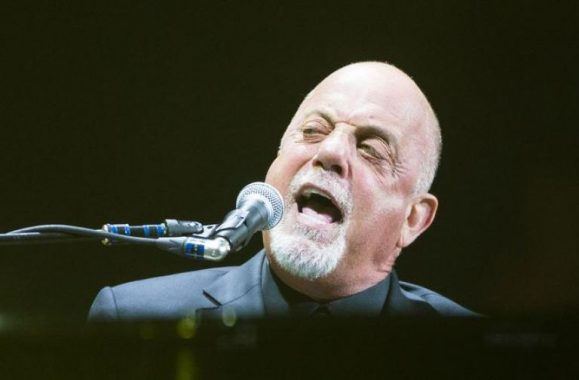 Billy Joel Performs Sold-Out Concert In Phoenix – Reviews, Photos & Set List