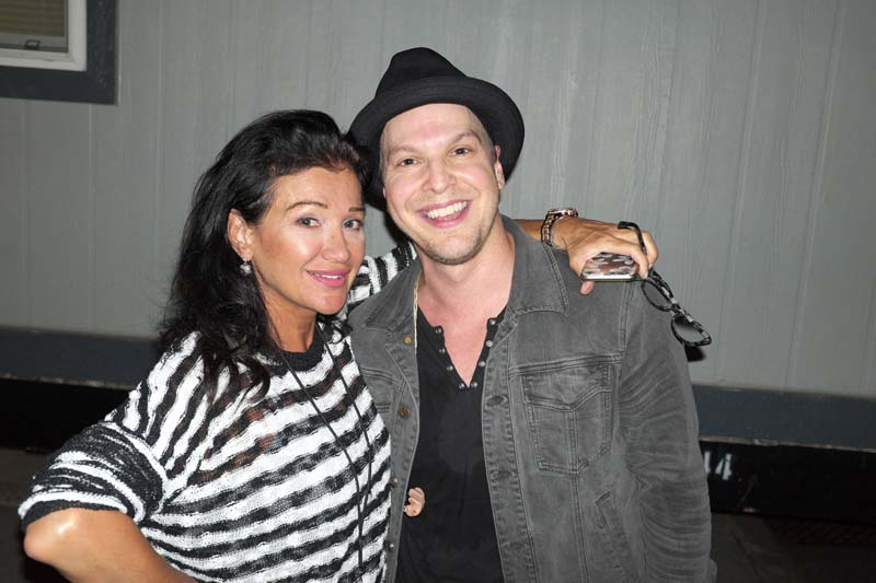 Claire Mercuri and Gavin DeGraw   at Citizens Bank Park, August 13, 2015