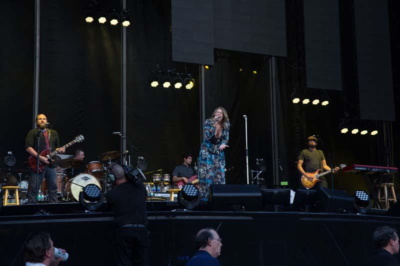 Opening act LeAnn Rimes on tage M&T Bank Stadium, Baltimore 072515