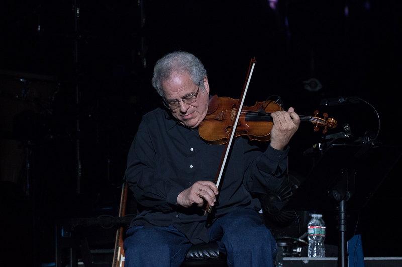 Itzhak Perlman on stage at MSG 082015