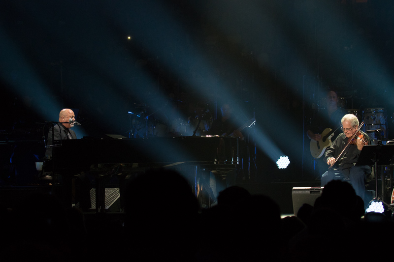 Itzhak Perlman and Billy Joel on stage at MSG 082015