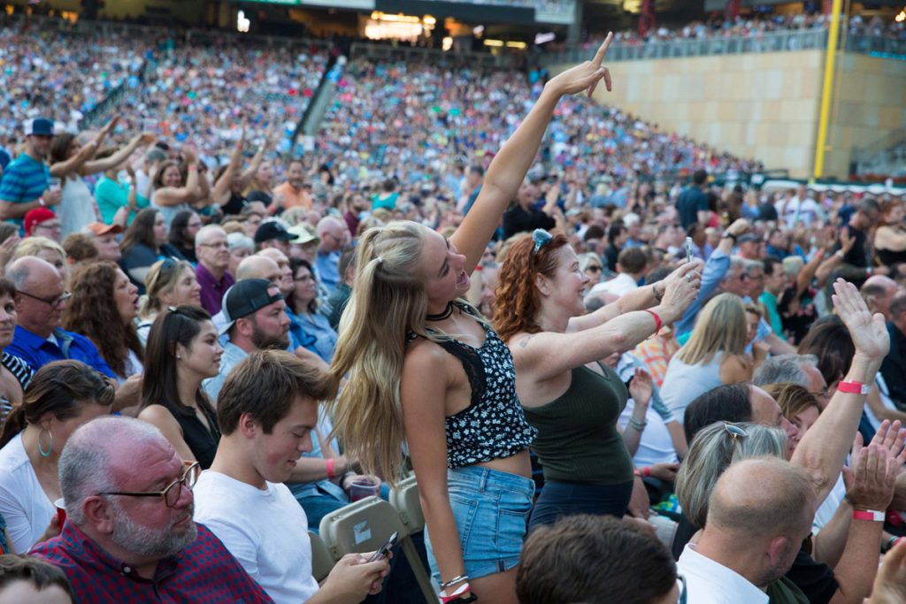 Billy Joel in Concert, Target Field, Minneapolis, MN, July 28th, 2017 (Photo 31)