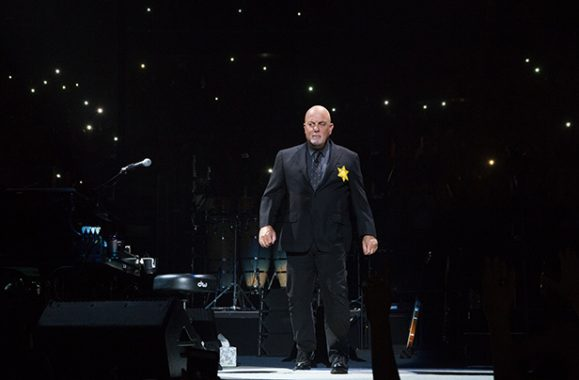 Billy Joel Wears Star Of David During MSG Concert August 21, 2017