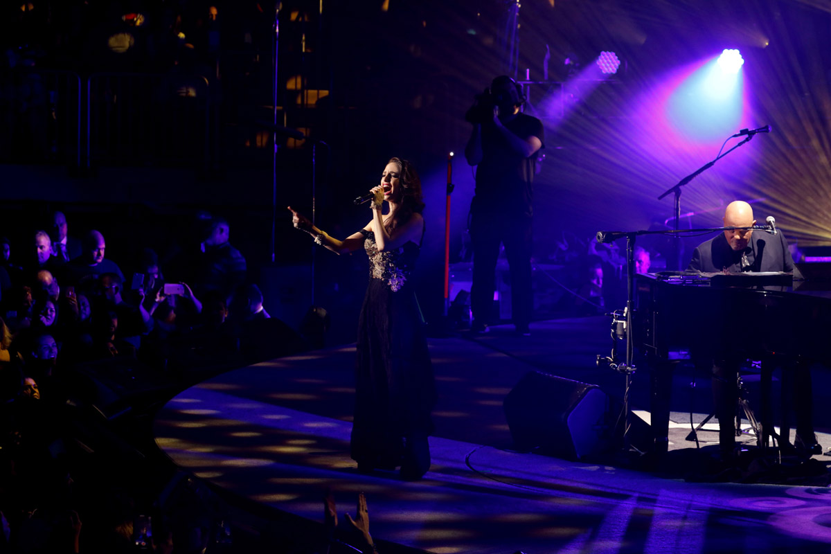 Alexa Ray Joel and Billy Joel sing New York State Of Mind during his Valentine's Day concert at Madison Square Garden in New York, NY February 14, 2019