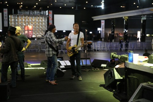 Steve and Bruce consult sound check in Sao Paulo