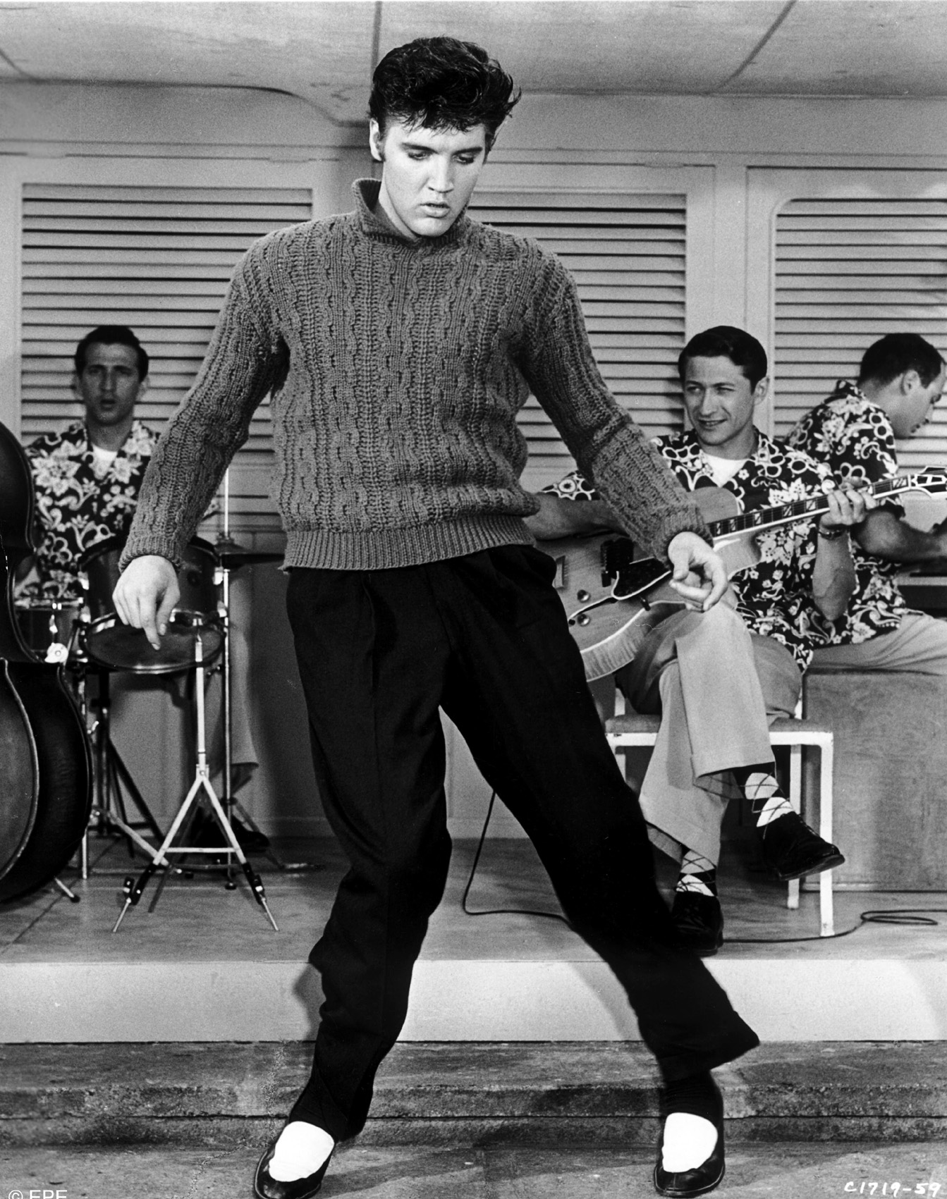 "Elvis singt ""Baby I Don't Care"" im Film ""Jailhouse Rock"", 1957"
