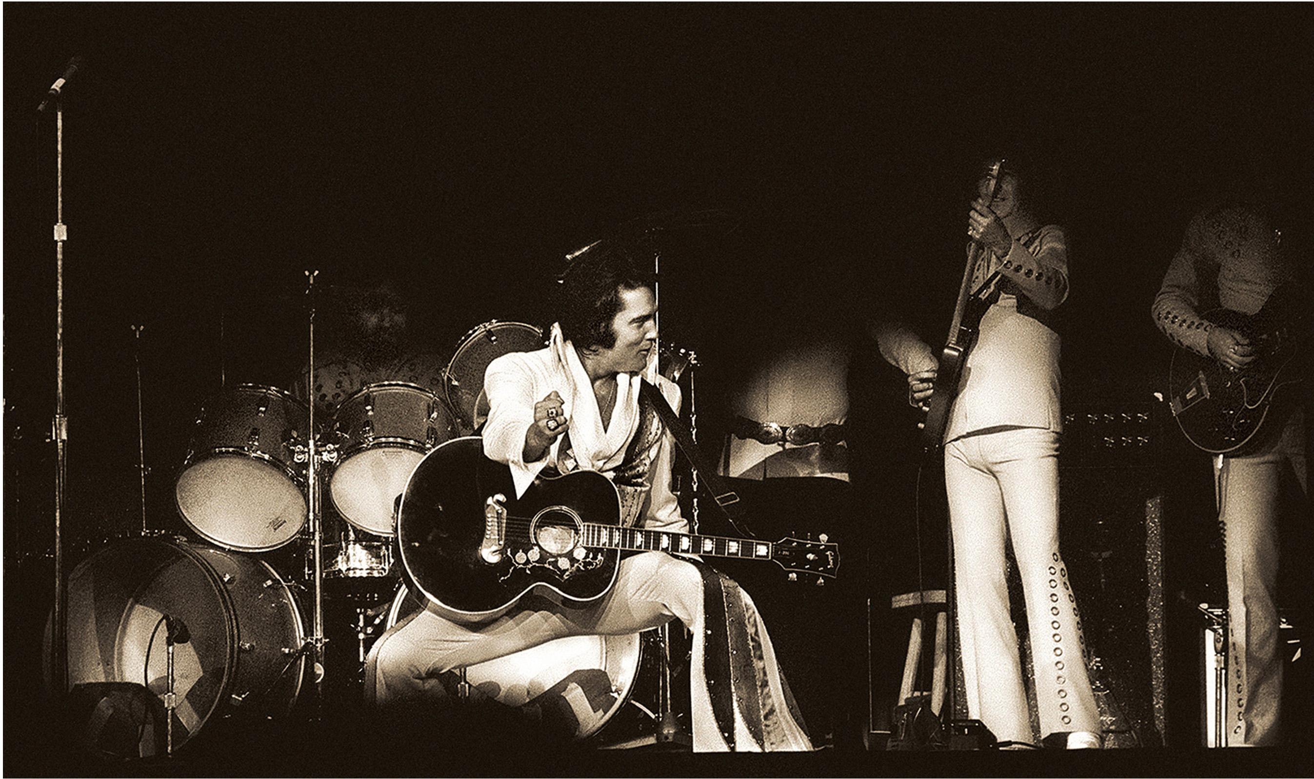 Elvis_Live_Memphis_C_Carl_Dunn_horizontal (1)