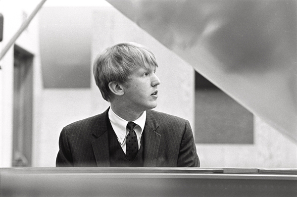 Listen To Harry Nilsson's Previously Unreleased 'Ballin' The Jack' – A.V. Club