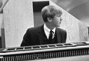 Biographer Alyn Shipton Talks About Harry Nilsson 'The Perfect Singer' – MusicRadar