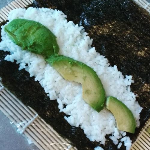Sushi mit Avocado Füllung