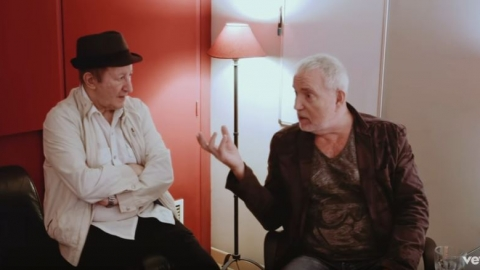 Idir en duo avec Bernard Lavilliers – On The Road Again (interview en studio)