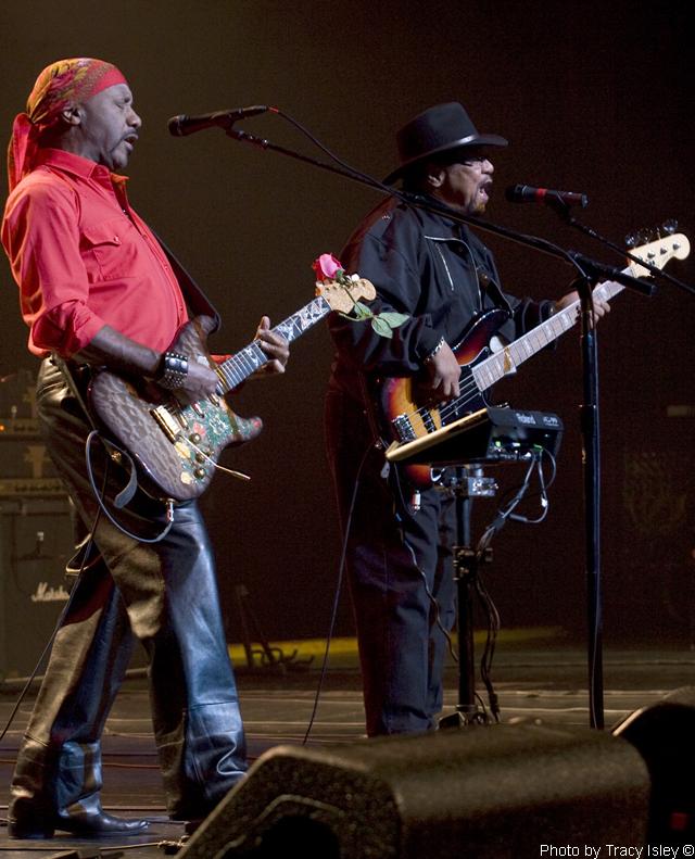 2010-11-01-Ottawa-ON-OttawaBilly-ErnieIsley-020