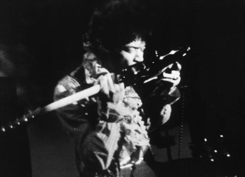 Jimi-Hendrix_Granada-Theatre_1967-resize