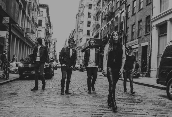 Imagen de la banda pop española La Oreja de Van Gogh en blanco y negro