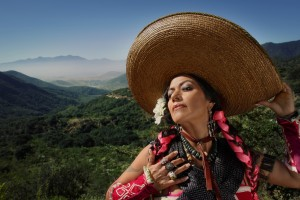 Lila Downs - Balas y Chocolate - 02