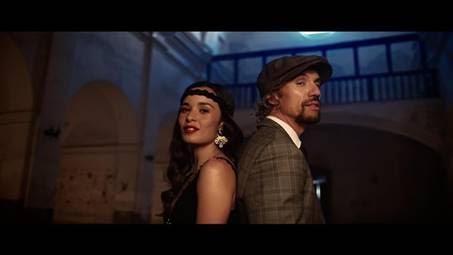Imagen del videoclip Lenguas de signos de Macaco con Monsieur Periné