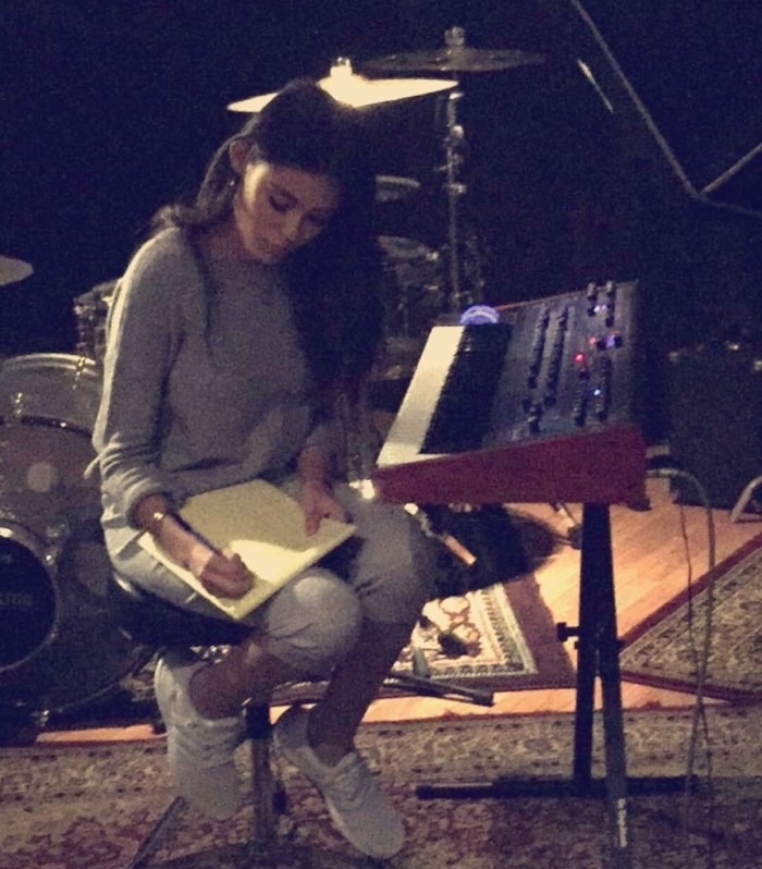 Madison-Beer-in-studio-on-Snap-e1455655998545-700×798
