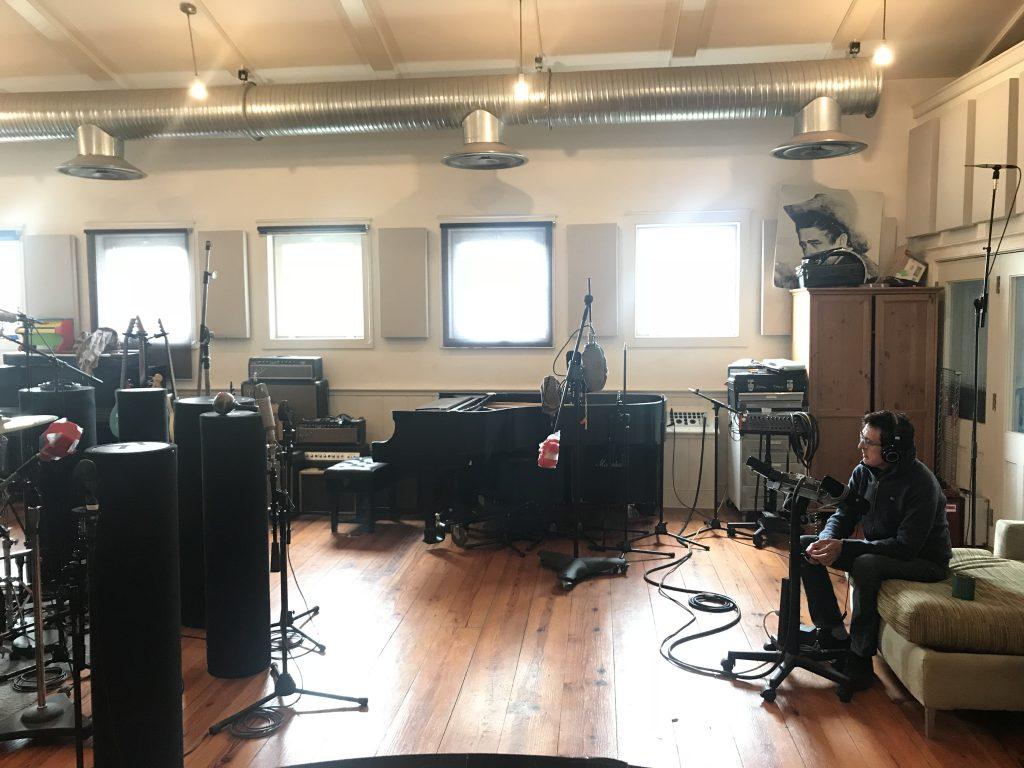 Manolo ultimando la grabación de su disco, en un estudio cerca de NYC…