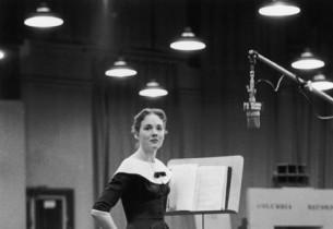 Julie Andrews (Photo: Don Hunstein)