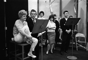 Angela Lansbury, Gabriel Dell, Harry Guardino, and members of the chorus (Photo: