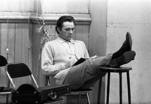 Richard Burton in a relaxed mode