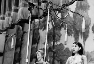Susan Watson, with Eileen Christy in the background (Photo: Henri Dauman)