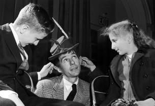 David Wayne with two children.