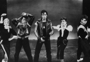 The Greasers and The Pink Ladies – from l. to r. Carlos Lopez (Sonny), Jason Ops