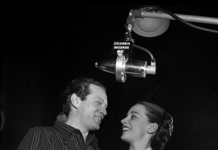 Alfred Drake and Patricia Morison (Photo: Eileen Darby/Graphic House)