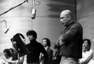 Patrick Kinser Lau (to R of music stand) and Mako in foreground (Photo: Henry Grossman)