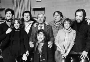 A family picture in the recording studio (l. to r.): Kevin Kline, Madeline Kahn