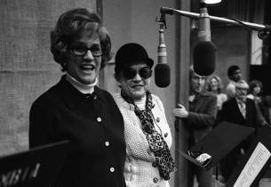 Patty Andrews and Maxene Andrews (Photo: Sony Music Archive)