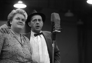 Reta Shaw (Mabel) and Eddie Foy, Jr. (Hines)