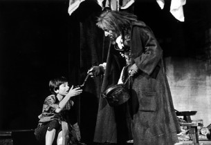 Bruce Prochnik (Oliver) and Clive Revill (Fagin)