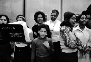 The cast in the recording studio (center: Ernestine Jackson, Ralph Carter, Virgi