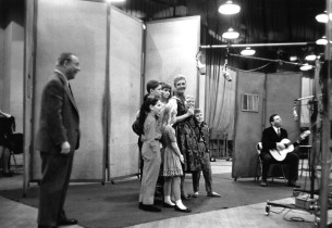 Richard Rodgers, Mary Martin and the kids listen to Theodore Bikel playing the g