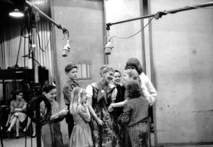Mary Martin, center, with the children between takes.