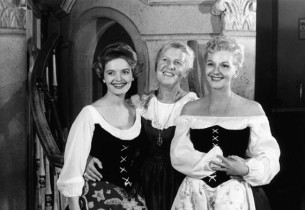 Maria von Trapp, flanked by Florence Henderson, star of the first US National To