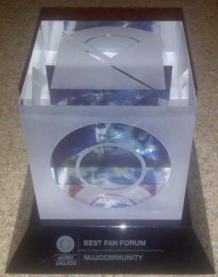 "La MJJ Community riceve il premio come ""Best Fan Forum"" agli MTV O Music Awards"