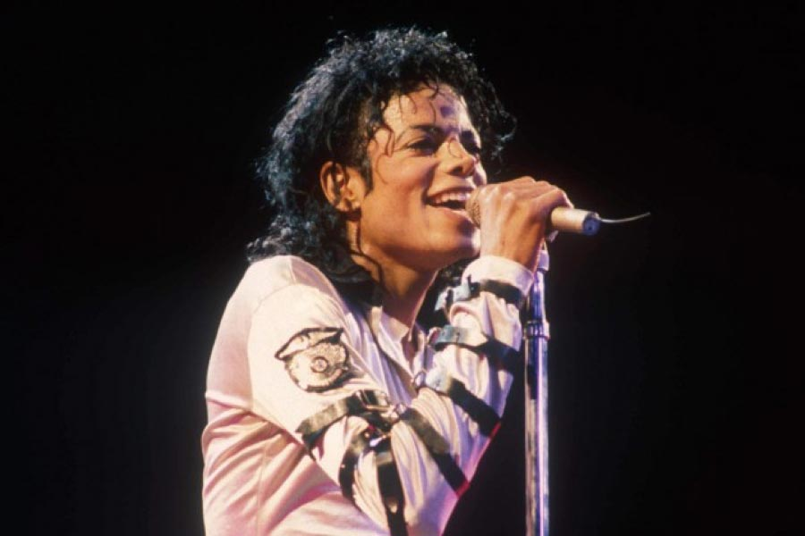 Michael Jackson singing on stage