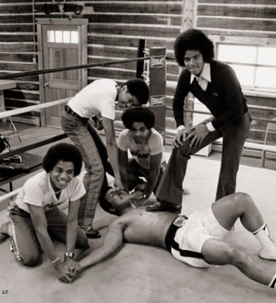 #FriendlyFriday: The Jacksons and Muhammad Ali