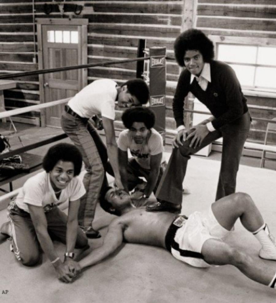 #FriendlyFriday: The Jacksons and Muhammad Ali