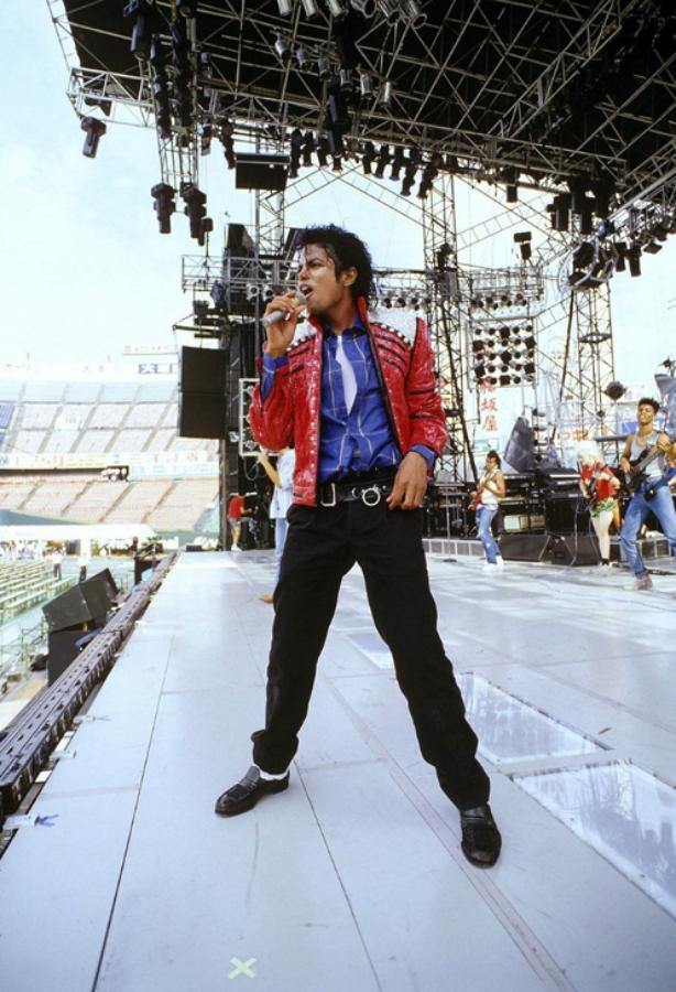 Michael Jackson doing soundcheck
