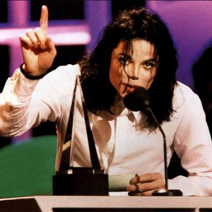 MJ Won The First AMA International Artist Award In 1993