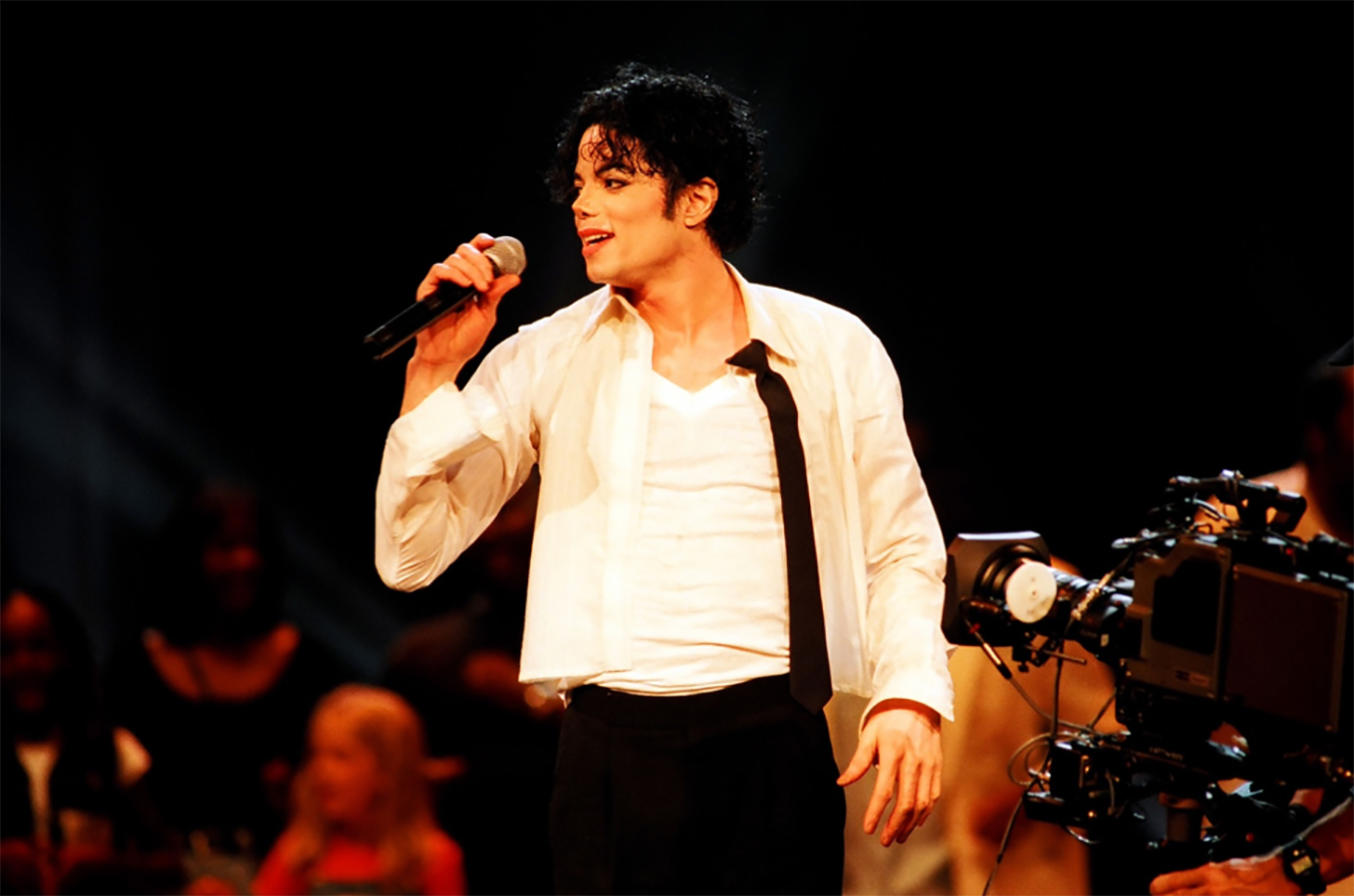"Michael Jackson Performed ""Earth Song"" On The Popular German TV Show ""Wetten, Das"""